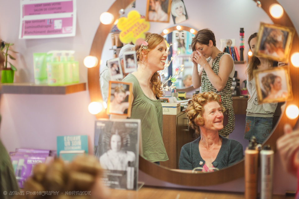 Discover how bilingual artisan photographer Sabina Lorkin cpaptured the fun bridal preparations at the hairdressers