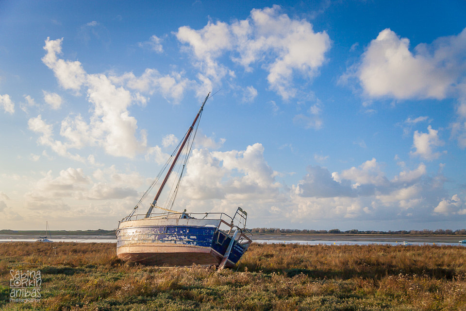 Landscape Photographer Normandy // Regnéville-sur-Mer and its boats at low tide in Autumn - Manche