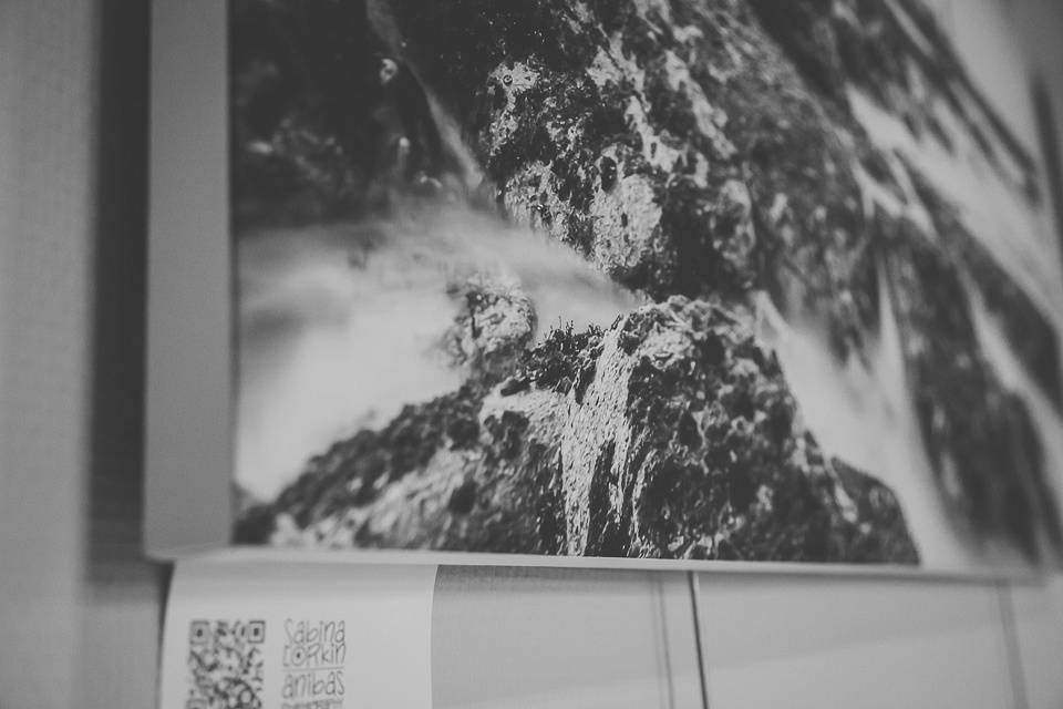 Discover the installation of my first ever photo exhibition in Sainte-Mère-Eglise in Normandy